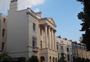 London estate agents, selling large palladian style houses, freehold property,